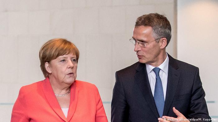Deutschland Berlin Merkel und Jens Stoltenberg