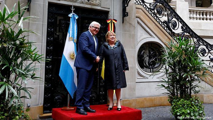 Argentinien Frank-Walter Steinmeier mit der argentinischen Außenministerin Susana Malcorra in Buenos Aires