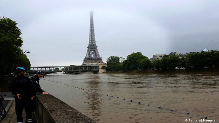 Resultado de imagem para Paris em alerta. Águas do rio Sena podem subir até seis metros
