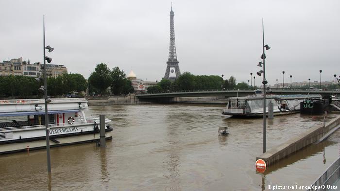 Rio Sena transborda em Paris
