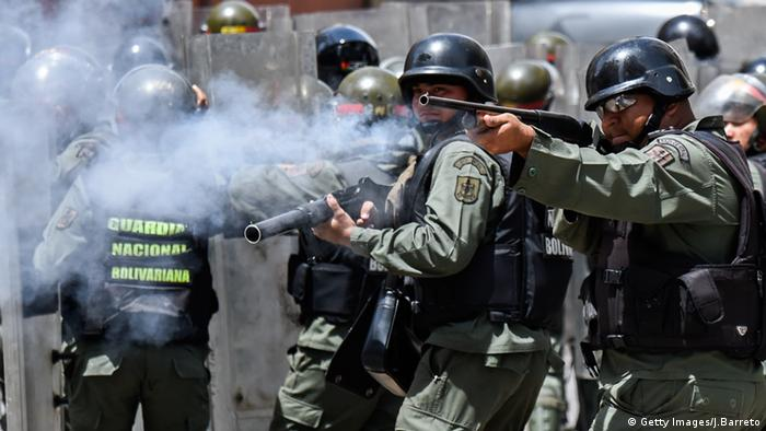 Police fire rubber bullets at people protesting against severe food shortages in Caracas © Getty Images/J.Barreto