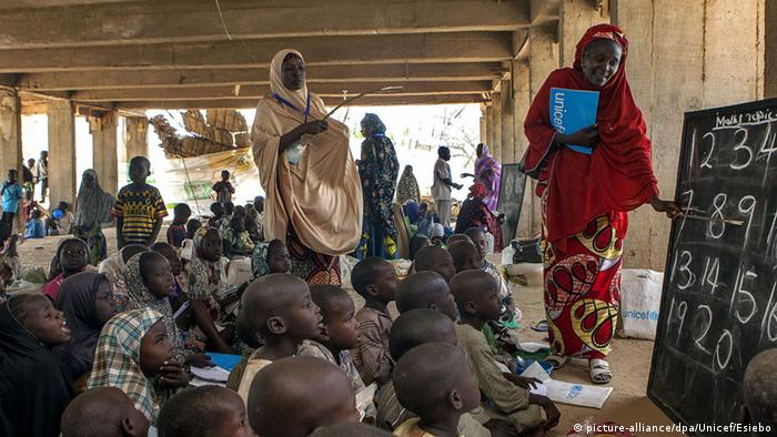 Nigeria Schule Initiative Unicef Dalori Camp (picture-alliance/dpa/Unicef/Esiebo)