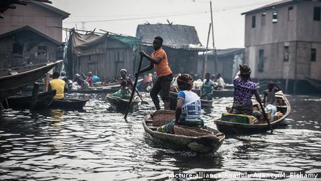 A subida do nível da água do mar e a precariedade das habitações ameaçam os bairros informais em Lagos