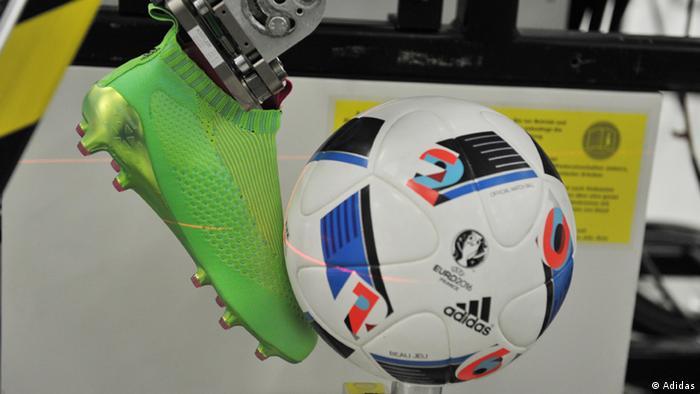 f32be0d77194c Un balón de fútbol es un producto de alta tecnología