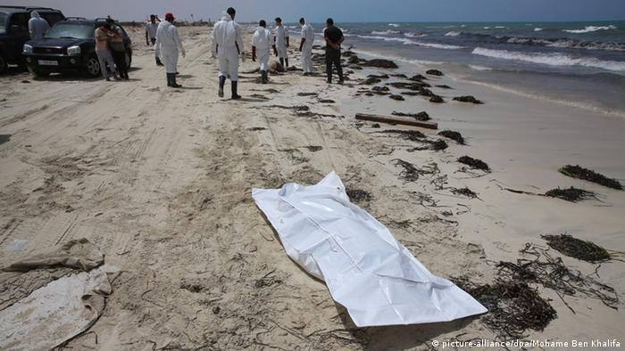Mais de 100 corpos são encontrados na costa da Líbia