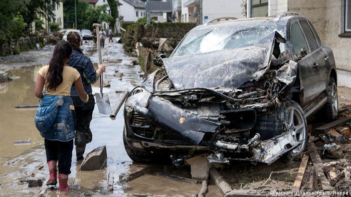 Deutschland Zerstörung nach Hochwasser Bayern