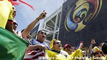 03.06.2016 Fans yell before a Copa America Centenario Group A soccer match between the United States and Colombia at Levi's Stadium in Santa Clara, Calif., Friday, June 3, 2016. (AP Photo/Marcio Jose Sanchez) | (c) picture-alliance/AP Photo/M. J. Sanchez