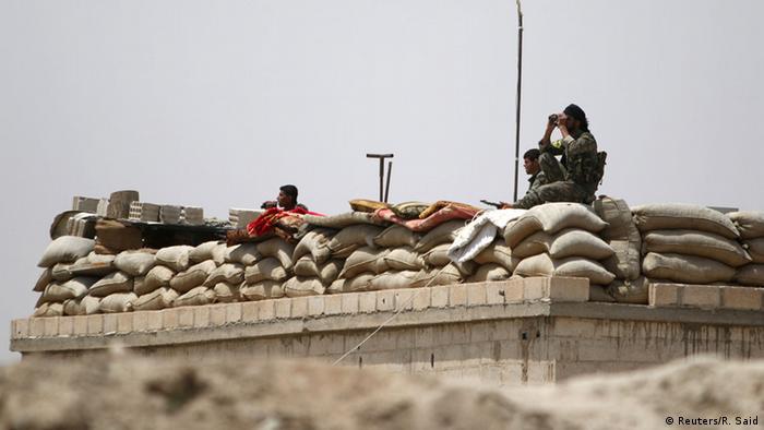 Symbolbild Kämpfer in Raqqa Syrien