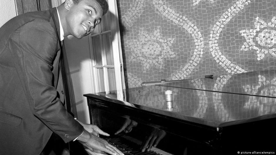Muhammad Ali am Piano in London (1966)