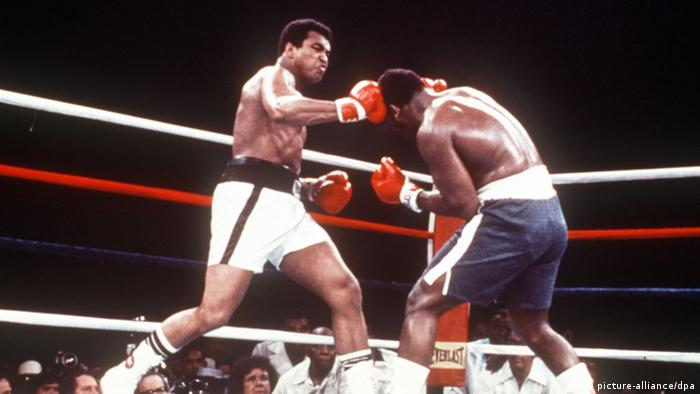 Boxer Muhammad Ali vs. Joe Frazier (picture-alliance/dpa)