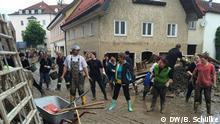 Juni 2016 Über 1000 Freiwillige sind nach Simbach zu kommen, um zu helfen Quelle: Birgitta Schülke Copyright: DW/B. Schülke