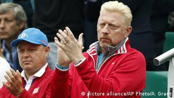 French Open Finale, Boris Becker klatsct Beifall (Foto: picture alliance/AP Photo/A. Grant)