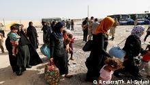 4.06.2016 Civilians who fled their homes due to clashes gather at Camp Tariq, south of Falluja, Iraq, June 4, 2016. REUTERS/Thaier Al-Sudani Copyright: Reuters/Th. Al-Sudani