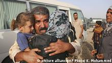 3.06.2016 Abdul Rahman Ismail, an Iraqi soldier who has been targeted by Islamic State extremists who destroyed his house two years ago, is reunited with his family after they were able to flee their Islamic State-held town outside an Iraqi army military camp outside Fallujah, Iraq, Friday, June 3, 2016. (AP Photo/ Khalid Mohammed) | picture alliance/AP Photo/ K. Mohammed
