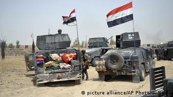 Irak Falludscha Regierungssoldaten vor der Stadt