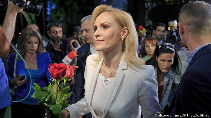 Gabriele Firea, la alegerile locale din 2016 (picture alliance/AP Photo/V. Ghirda)
