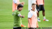 Fußball Nationalmannschaft Trainer Joachim Löw und Joshua Kimmich