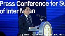 Inter Milan President Erick Thohir delivers a speech during a press conference with Chinese retailer Suning and Italy's Inter Milan in Nanjing in east China's Jiangsu province on Monday, June 6, 2016. China's retail giant Suning Group has purchased 68.5 percent stake in Italian football club Inter Milan, a deal worth 263 million euros.(Photo By LJM/Color China Photo/AP Images) | © picture-alliance/dpa/LJM/Color China Photo