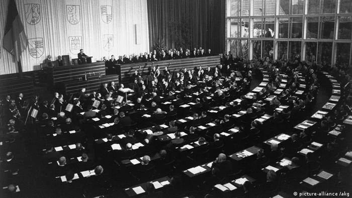 Bundestag reunido pela primeira vez em Bonn em 1949