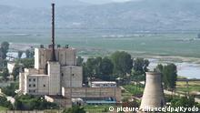 Archiv TOKYO, Japan - File photo shows North Korea's key Yongbyon nuclear complex before its cooling tower (R) was demolished on June 27, 2008. North Korea said April 2, 2013, that it will restart all nuclear facilities at the Yongbyon complex that were shut down under an agreement reached at the six-party talks in 2007. (Kyodo)   © picture-alliance/dpa/Kyodo