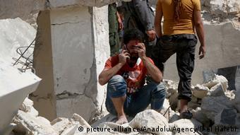 Syrien Verletzter Mann nach Luftangriff Aleppo