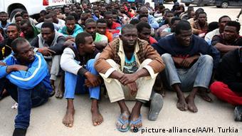 Libyen Flüchtlinge aus Afrika auf dem Weg nach Europa verhaftet