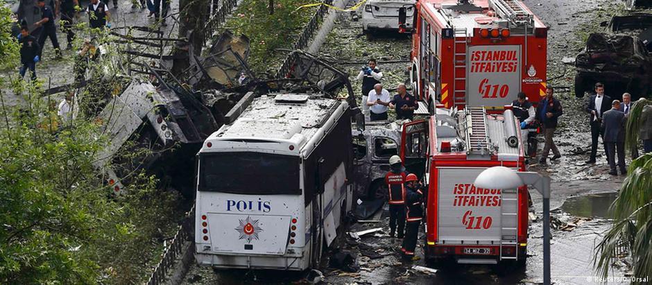 A explosão matou sete policiais e quatro civis, segundo as autoridades