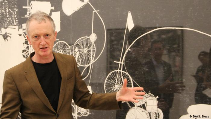 Michael Landy and one of his works in Museum Tinguely, Copyright: DW/S. Dege