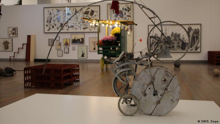 Michael Landy Retrospektive - Blick in die Ausstellung im Museum Tinguely in Basel. Foto: Stefan Dege, DW