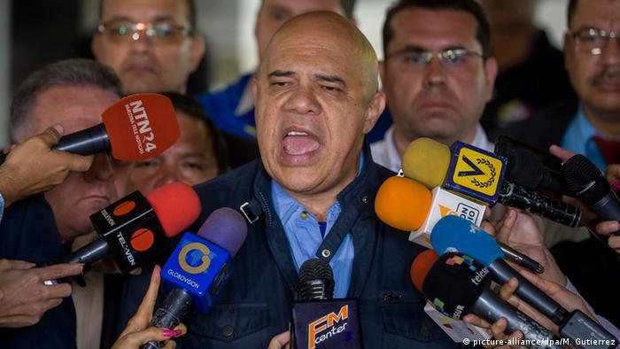"""El secretario ejecutivo de la MUD, Jesús """"Chúo"""" Torrealba."""