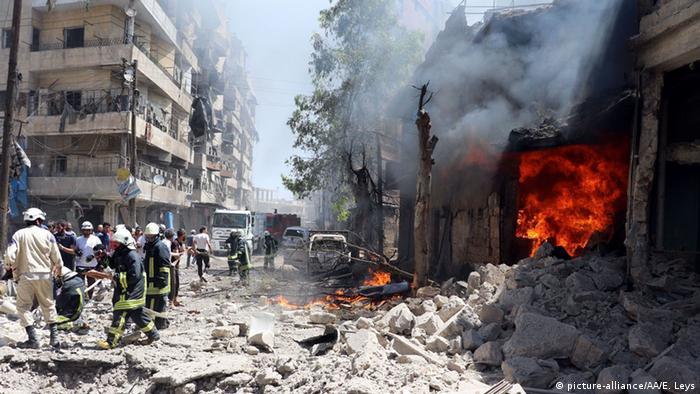 Пожар в здании сирийской больницы после попадания снаряда