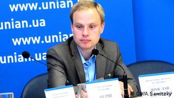 Тепер з'явився шанс призначити людину з досвідом, прокоментував відставку Павла Жебрівського Яросав Юрчишин з Transparency International Ukraine