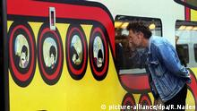 The Beatles Yellow Submarine Waterloo Station in London (picture-alliance/dpa/R.Naden)