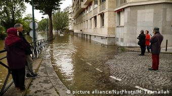 Hochwasser in Paris (Foto: picture alliance/NurPhoto/M. Taamallah)