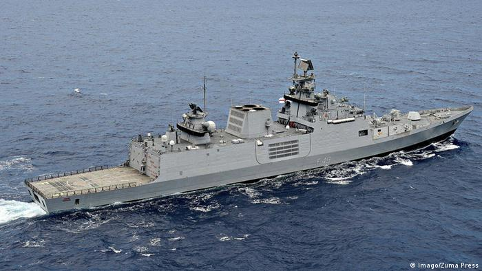 هند علاوه بر خرید سیستم پدافند اس- ۴۰۰ همچنین چهار فروند ناوچه جنگی کلاس کریواک نیز برای تقویت نیروی دریایی خود از روسیه خریداری کرده است. قرار است دو فروند از این کشتیها در بندر گوا مونتاژ شده و دو فروند دیگر در روسیه ساخته و به هند فرستاده شوند. نیروی دریایی هند تاکنون شش فروند از این ناوچهها را خریداری کرده است.