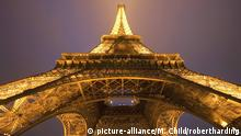 Eiffeltum Paris bei Nacht (picture-alliance/M. Child/robertharding)