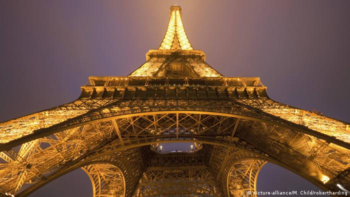 euro2016 to light up eiffel tower business economy and finance news from a german. Black Bedroom Furniture Sets. Home Design Ideas