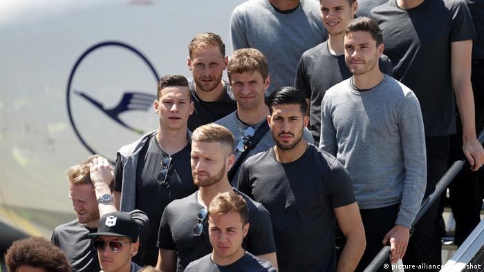 Frankreich Fußball EM Euro 2016 - Abflug deutsche Nationalmannschaf in Frankfurt a.M.