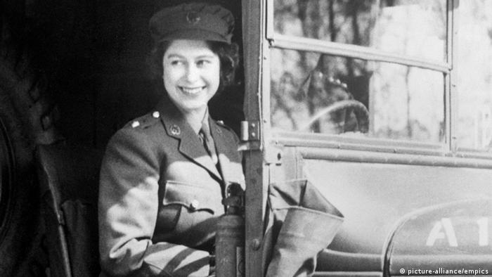 Großbritannien Prinzessin Elizabeth 1945 (picture-alliance/empics)