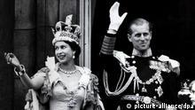 Großbritannien Queen Elizabeth nach der Krönung 1953