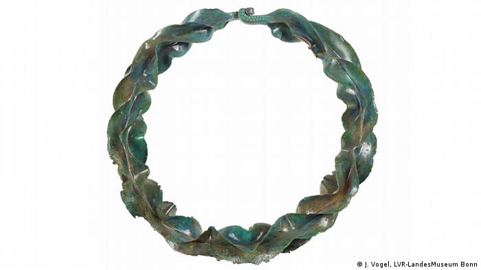 Бронзовое ожерелье