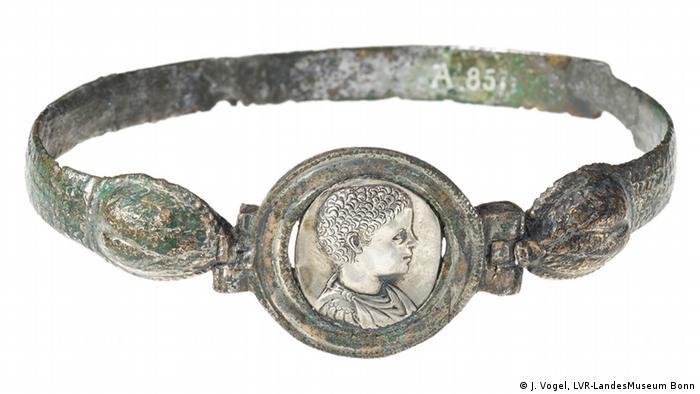 Браслет в виде змеи с портретом древнеримского императора Элагабала
