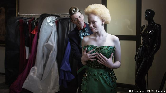 Model und lawyer Thando Hopa in a green dress, behind her designer Gert-Johan Coetzee. (Photo: AFP)