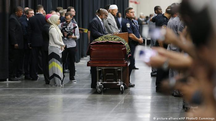 The casket carrying Muhammad Ali's body