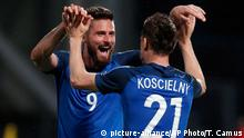 04.06.2016 France's Laurent Koscielny celebrates with teammate France's Olivier Giroud, left, after he scored a goal during the friendly soccer match between France and Scotland at the Saint Symphorien Stadium in Metz, eastern France, Saturday, June 4, 2016. The French squad is in preparation for the EURO 2016 soccer championships which will start on June 10, 2016. (AP Photo/Thibault Camus)   (c) picture-alliance/AP Photo/T. Camus