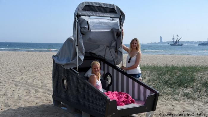 Спальная корзина на пляже в Киле