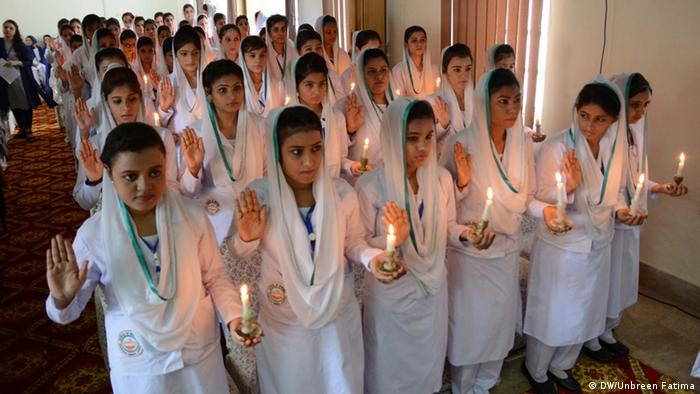 Pakistan Karatschi In a nursing school