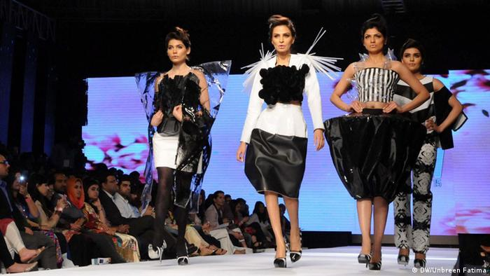 Pakistan Karatschi Catwalk on the ramp during Karachi fashion week