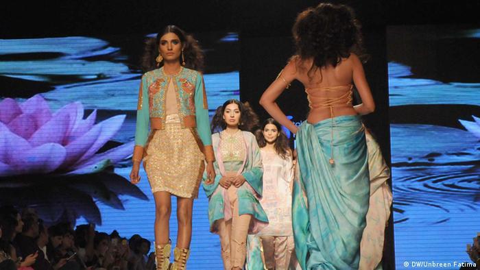 Pakistan Karatschi Fashion show