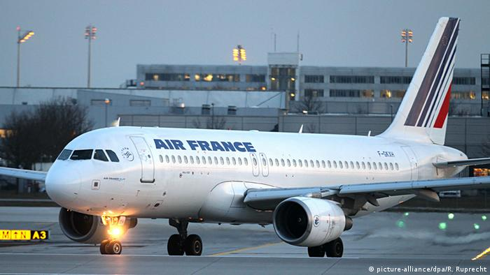 Air France Flugzeug (picture-alliance/dpa/R. Ruprecht)